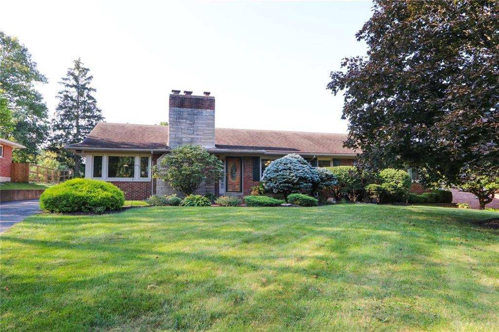 Photo of home for sale at 920 Cottonwood Road, Kettering OH