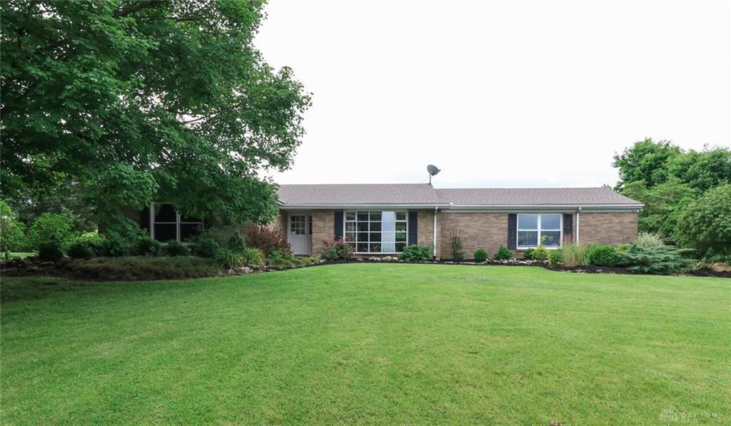 Photo of home for sale at 8569 New Burlington Road, Waynesville OH