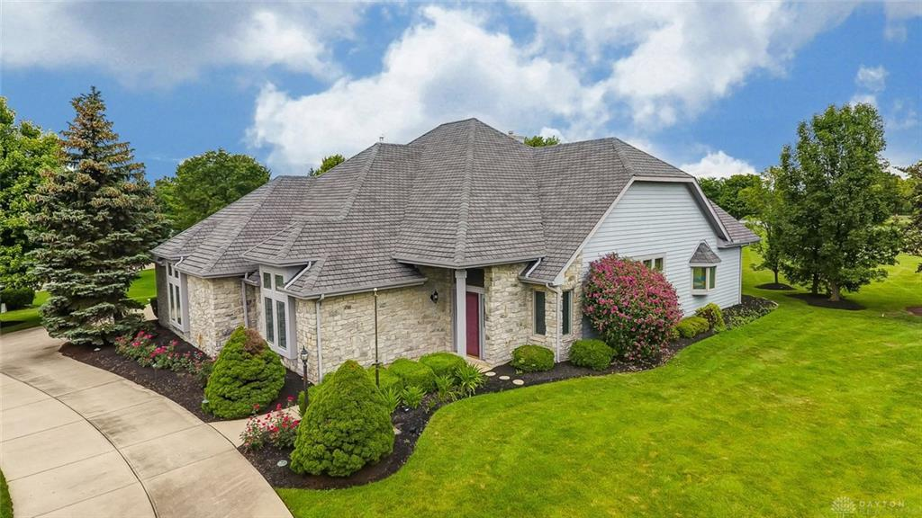 Photo of home for sale at 9783 Greenside Court, Centerville OH