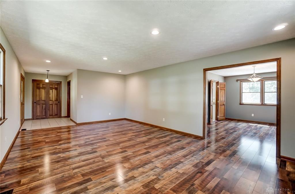 Photo of home for sale at 594 Alex Bell Road, Dayton OH