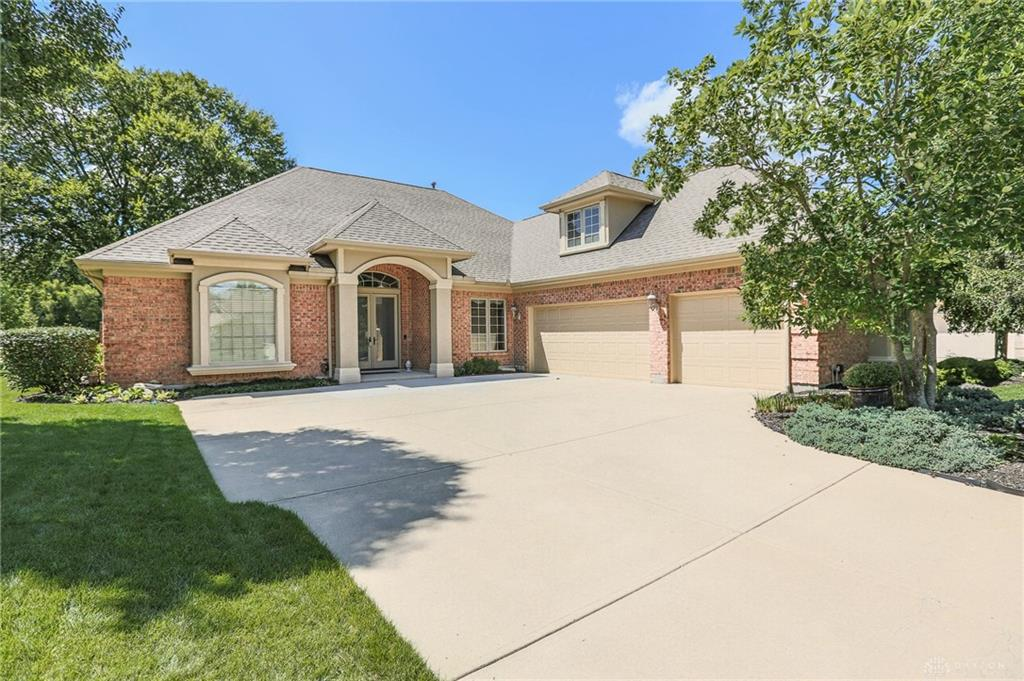 Photo of home for sale at 1312 Courtyard Place, Centerville OH