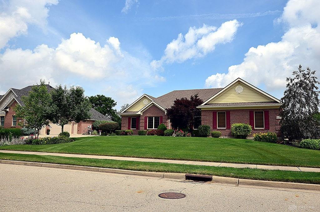 Photo of home for sale at 2761 Meadowpoint Drive, Troy OH