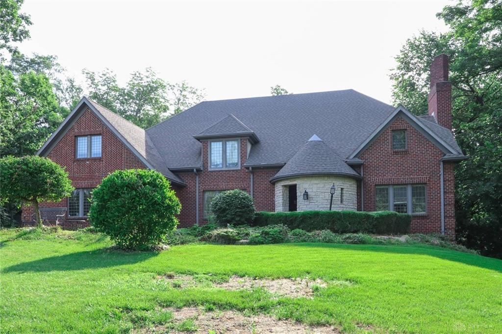 Photo of home for sale at 6840 Brigantine Way, Dayton OH