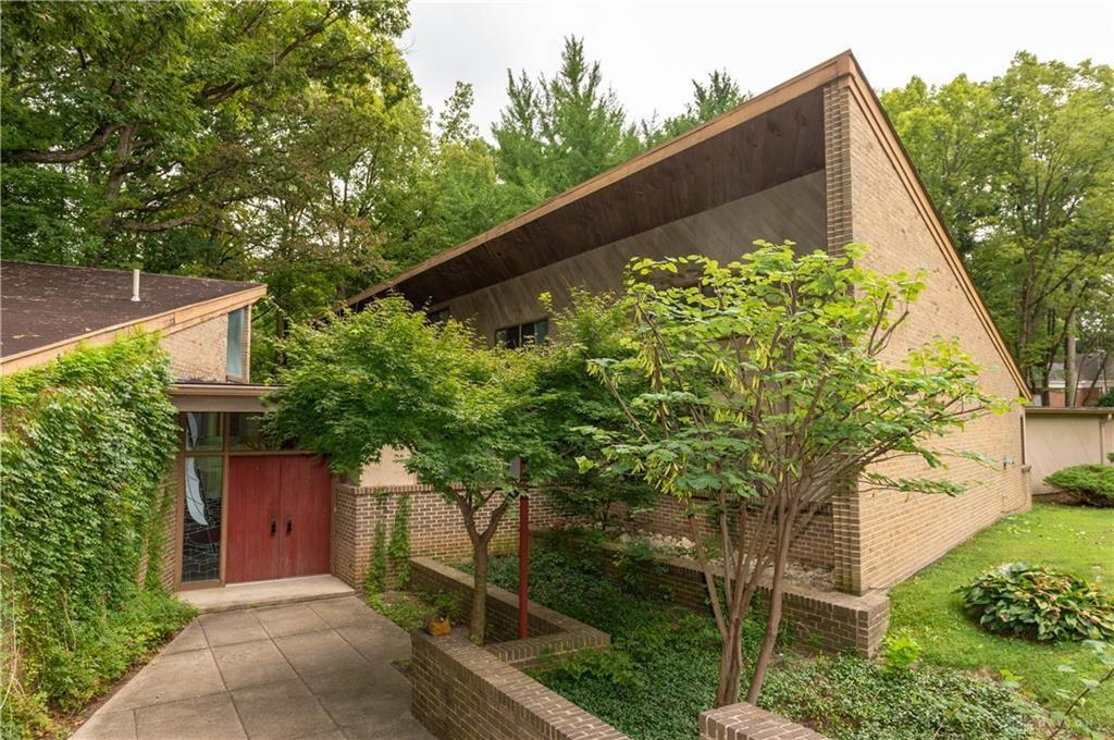 Photo of home for sale at 2852 Burrwood Drive, Springfield OH