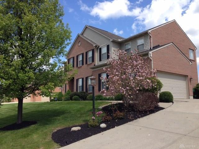 Photo of home for sale at 536 Heatherwoode Circle, Springboro OH