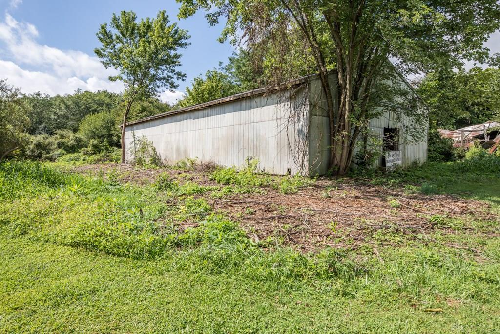 Photo of home for sale at 7530 Preble County Line Road, Germantown OH