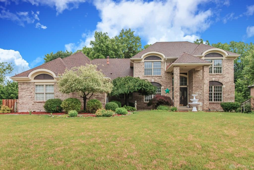 Photo of home for sale at 105 Lincolnshire Lane, Springboro OH