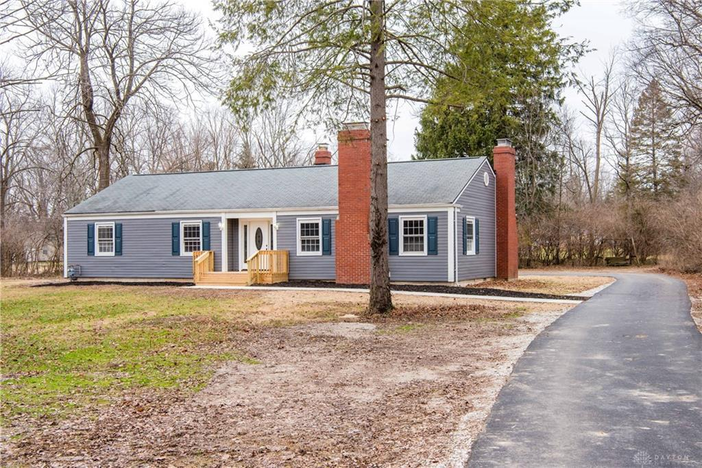 Photo of home for sale at 565 Rahn Road, Washington Twp OH