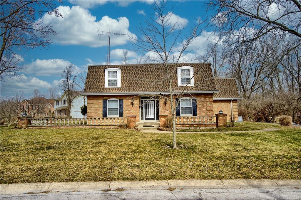 Photo of home for sale at 141 Trailwoods Drive, Dayton OH