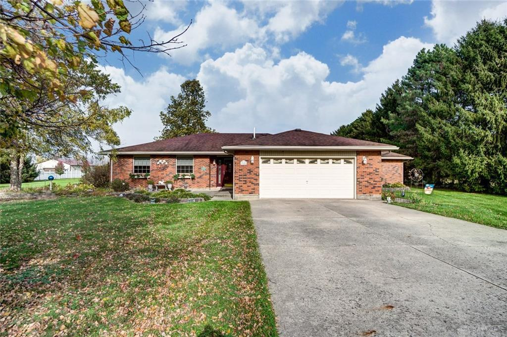 Photo of home for sale at 980 Enon Road, Bath Twp OH