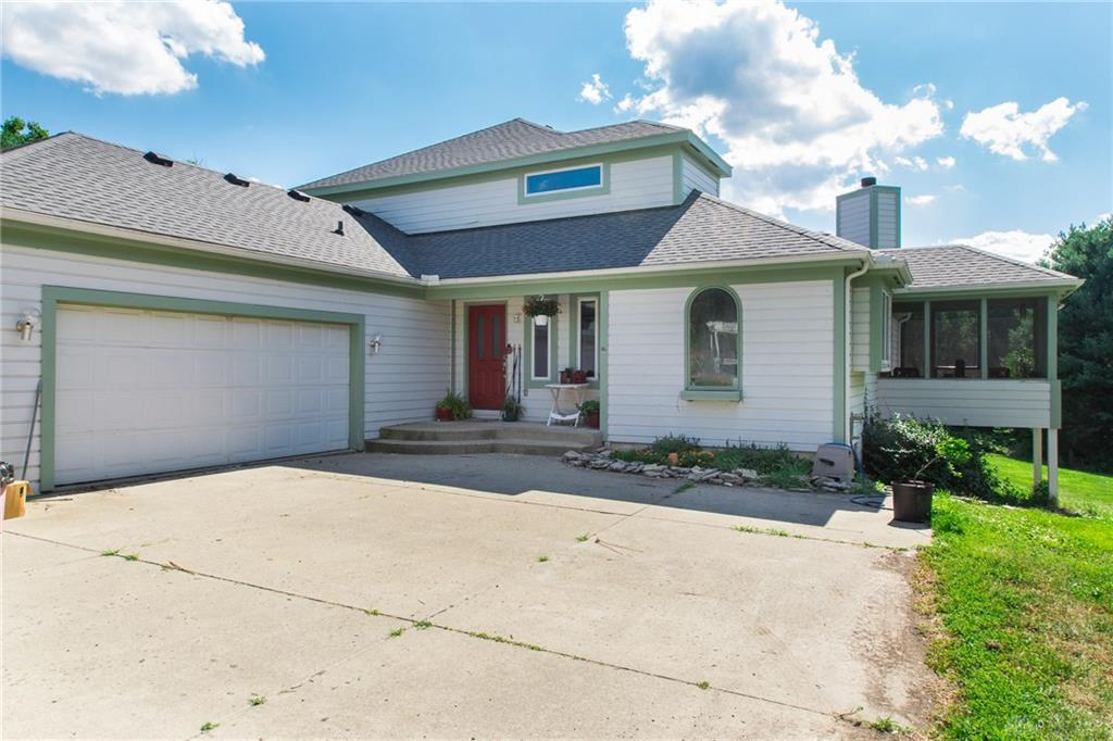 Photo of home for sale at 5464 Gard Road, Waynesville OH