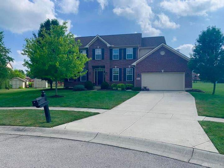 Photo of home for sale at 9271 Somerset Drive, Clearcreek Twp OH