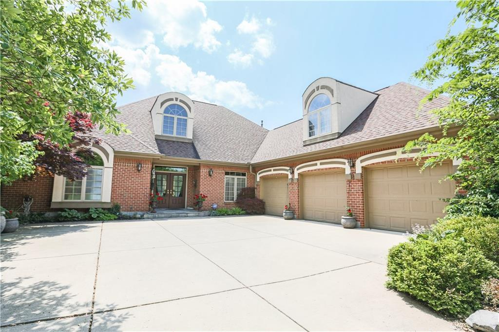Photo of home for sale at 1348 Courtyard Place, Centerville OH