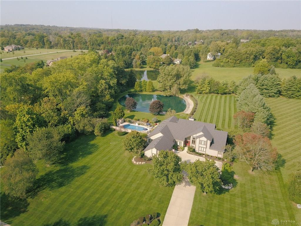 Photo of home for sale at 479 Sugarbrook Trail, Beavercreek Township OH