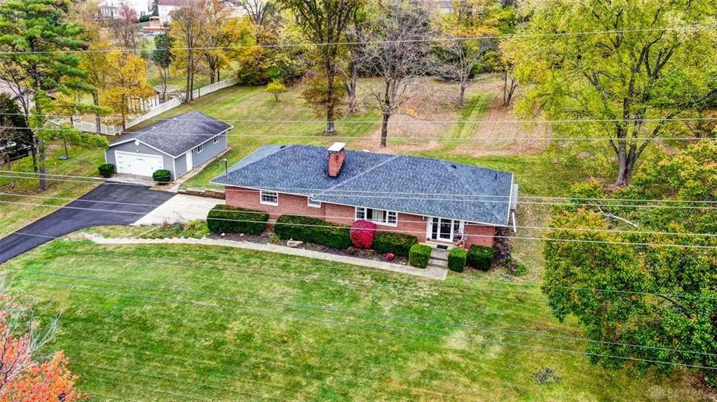 Photo of home for sale at 748 Glosser Richardson Road, Turtlecreek Twp OH