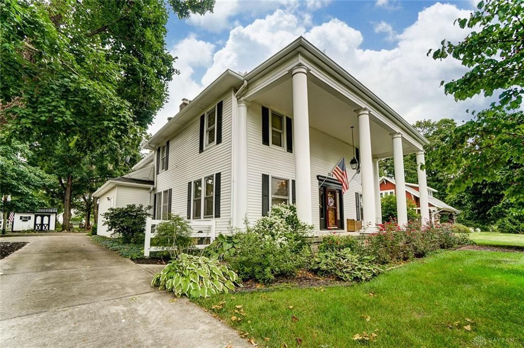 Photo of home for sale at 516 Ridge Avenue, Troy OH