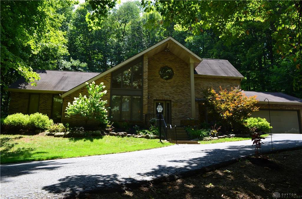 Photo of home for sale at 477 Aberfelda Drive, Springfield OH