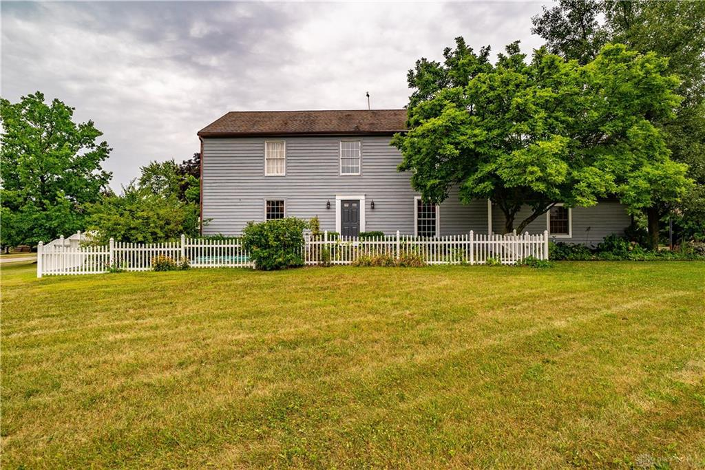Photo of home for sale at 10030 Simms Station Road, Centerville OH