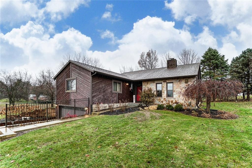 Photo of home for sale at 3525 Mumper Road, Springfield OH