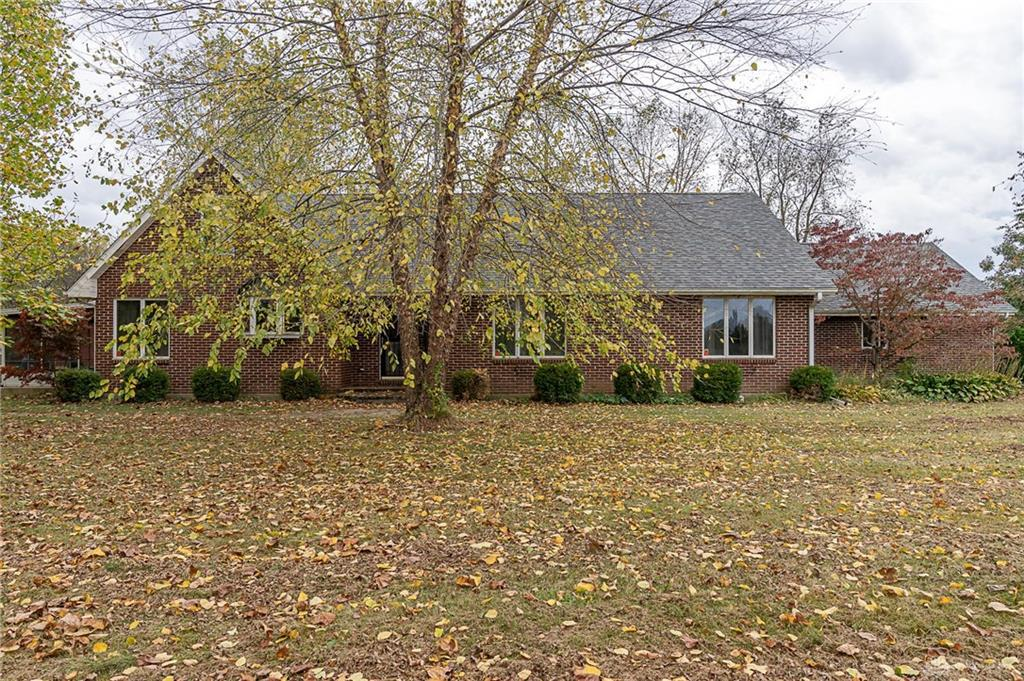 Photo of home for sale at 793 Spring Valley Paintersville Road, Spring Valley Twp OH