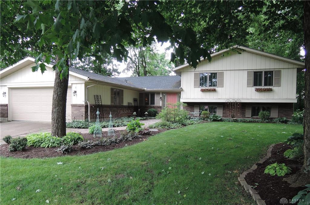 Photo of home for sale at 200 Kimbary Drive, Washington Twp OH