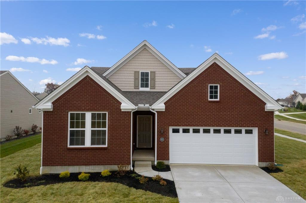 Photo of home for sale at 6212 Old Forest Drive, Maineville OH