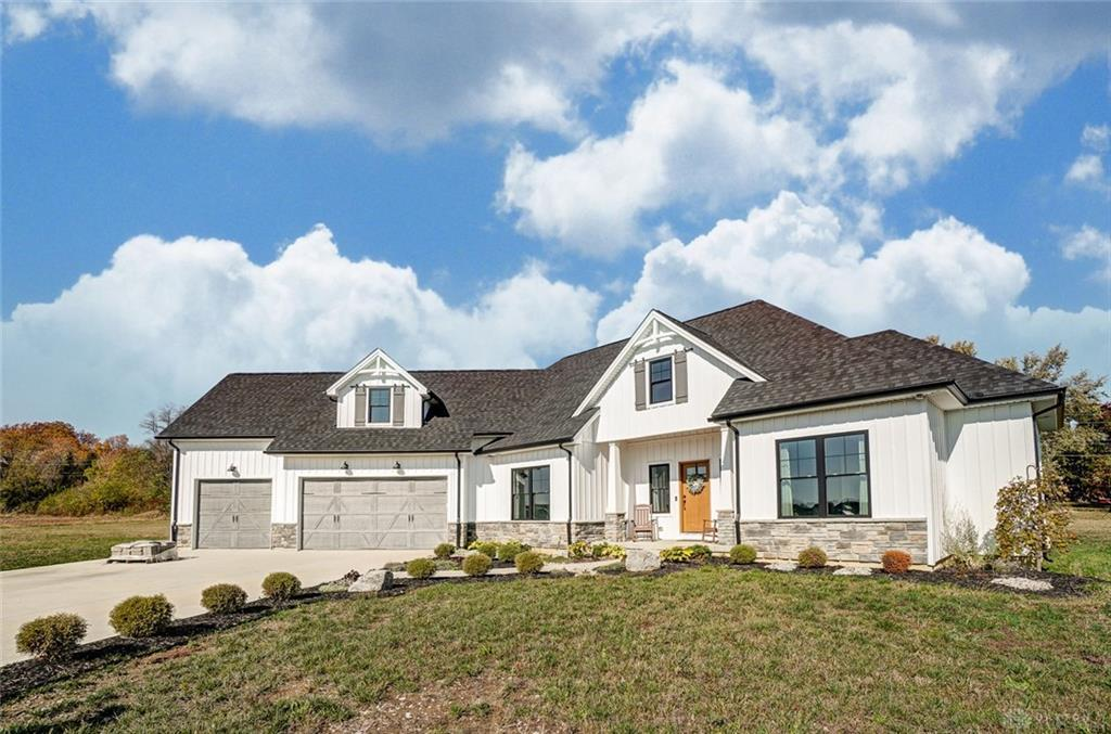 Photo of home for sale at 2832 Lucy Lane, Clearcreek Twp OH