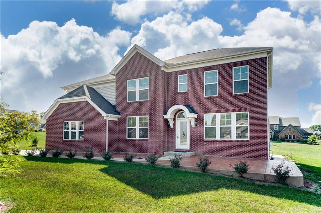 Photo of home for sale at 5199 Oak Forest Drive, Liberty Twp OH
