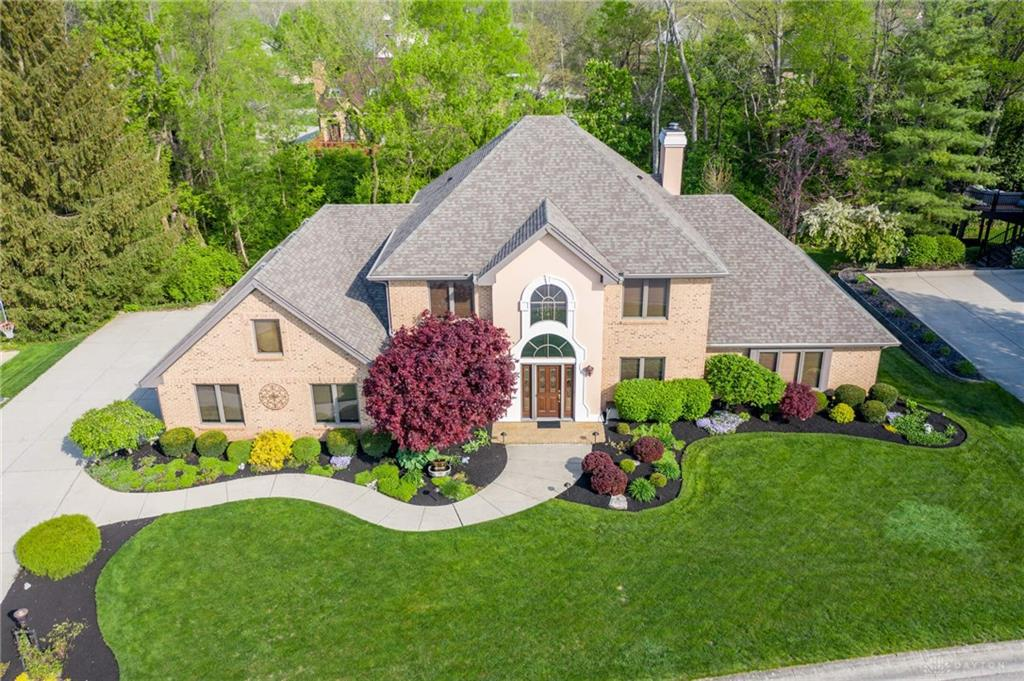 Photo of home for sale at 25 Lincolnshire Lane, Springboro OH