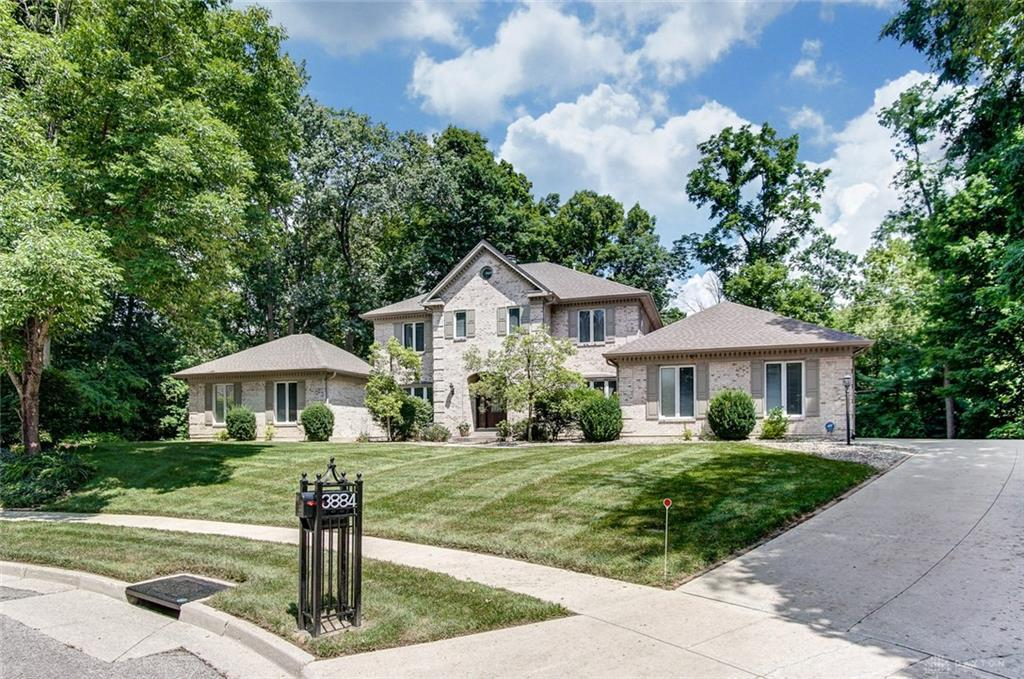 Photo of home for sale at 3884 Feather Heights Court, Bellbrook OH