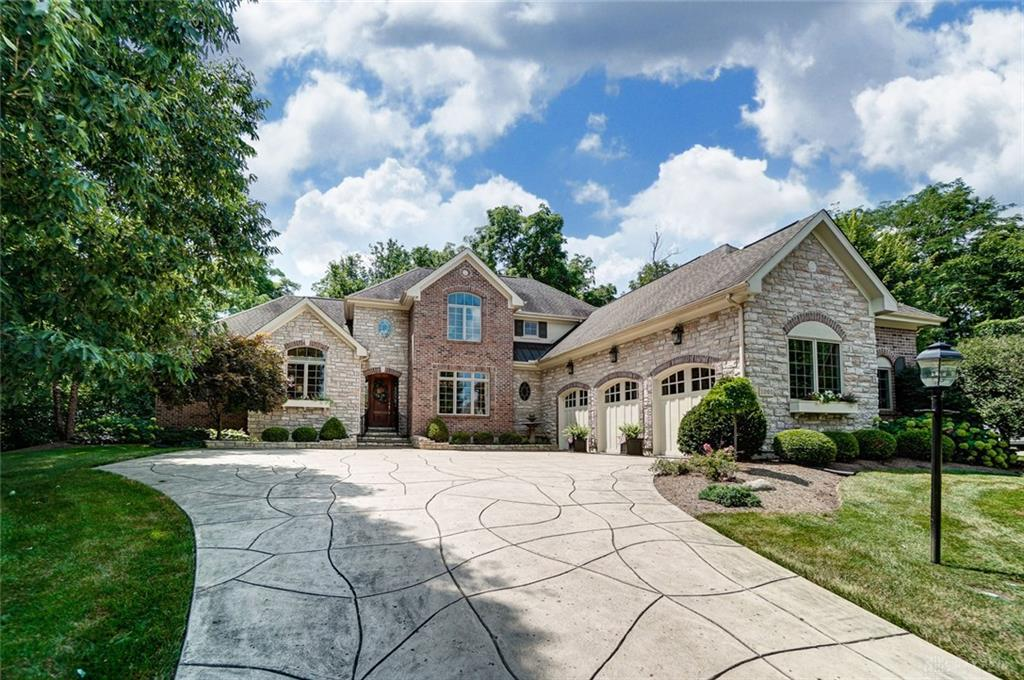 Photo of home for sale at 1001 Kenworthy Place, Centerville OH