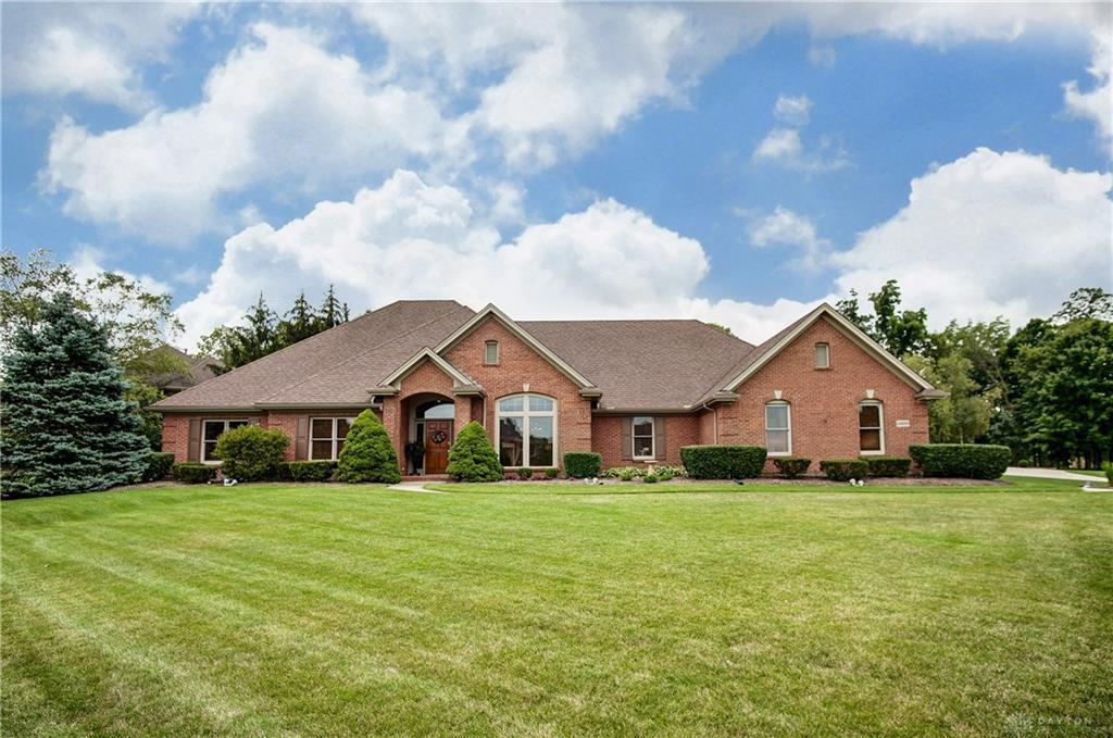 Photo of home for sale at 10600 Chestnut Hill Lane, Washington Twp OH