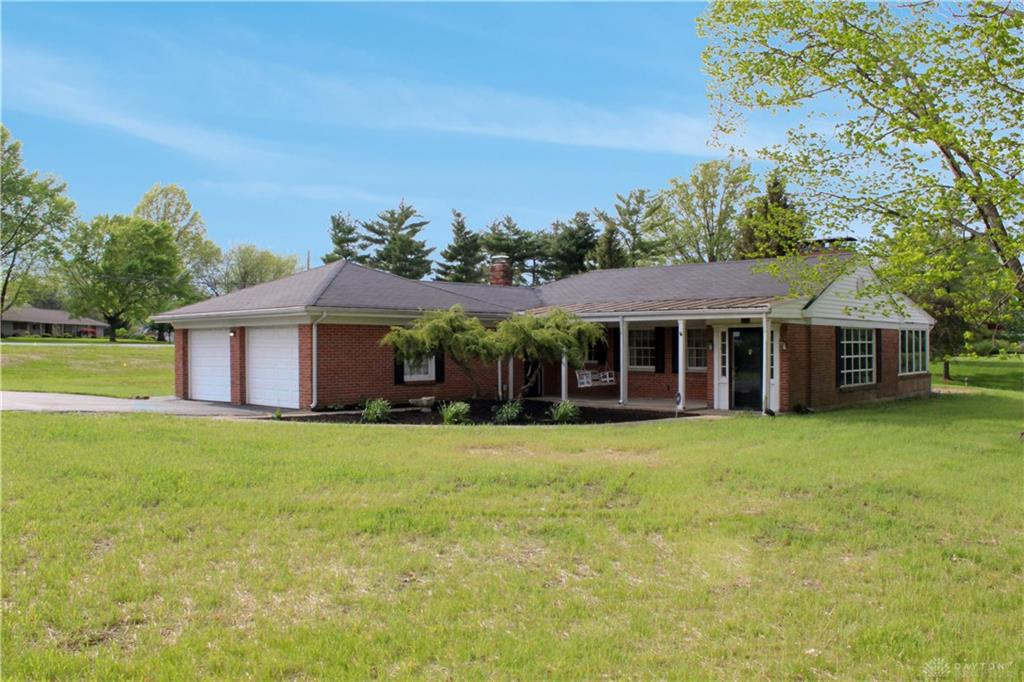 Photo of home for sale at 106 Hickory Lane, Lebanon OH