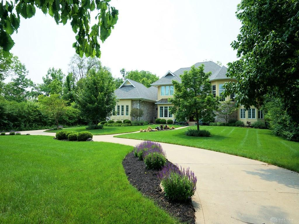 Photo of home for sale at 1019 Rahn Road, Dayton OH