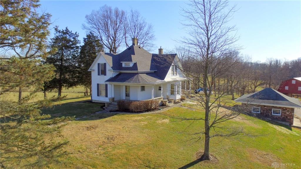 Photo of home for sale at 3811 Waynesville Jamestown Road, New Jasper Twp OH