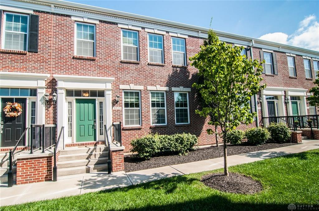Photo of home for sale at 9225 Leland Court, Deerfield Twp OH