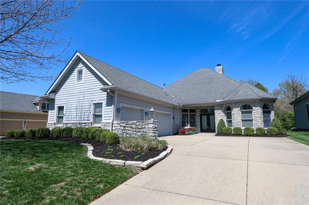 Photo of home for sale at 1155 Club View Drive, Dayton OH