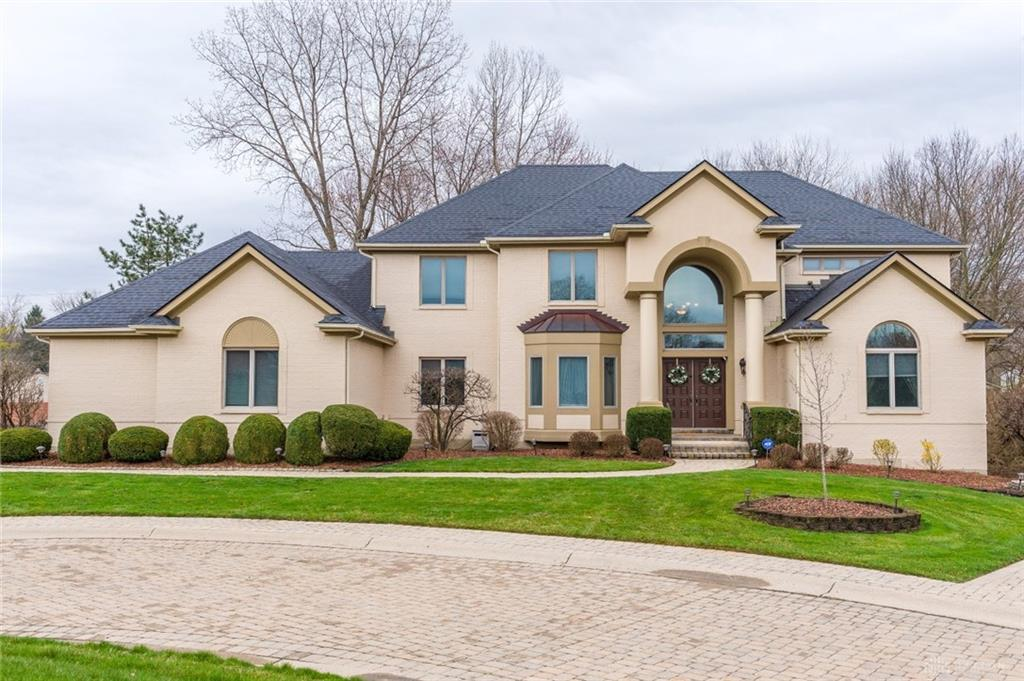 Photo of home for sale at 5773 Stone Lake Drive, Centerville OH