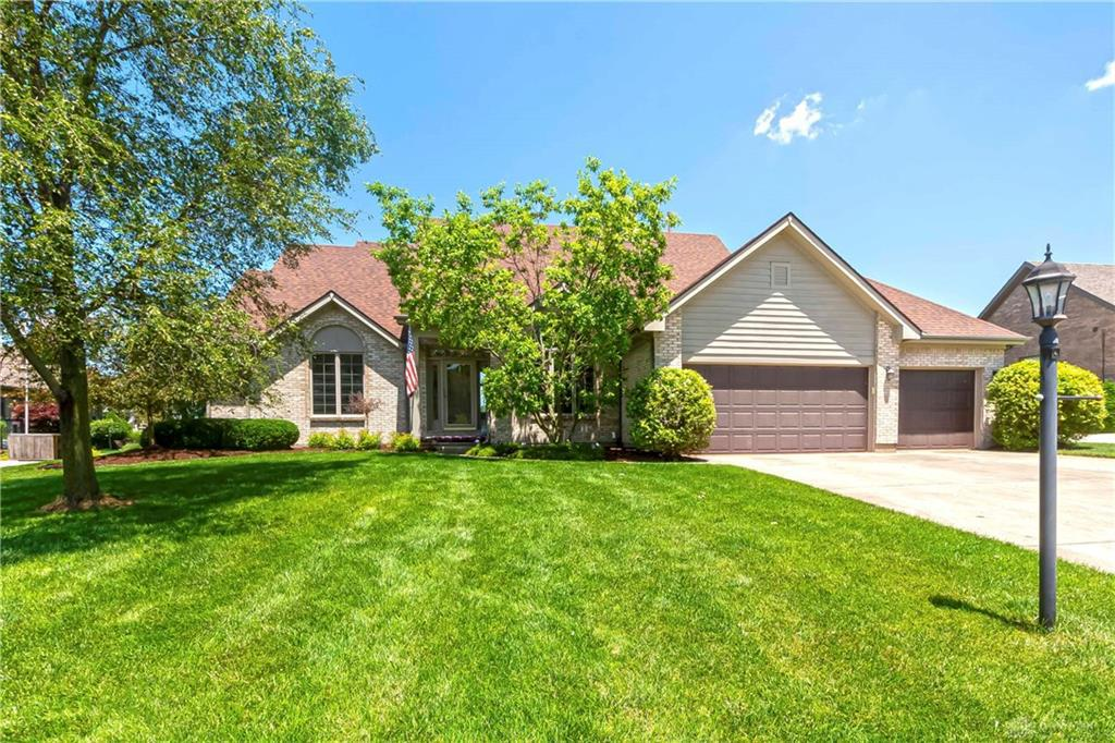 Photo of home for sale at 3 Fairwood Drive, Miamisburg OH
