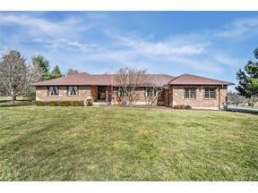 Property for sale at 2734 Pheasant Run Lane, Beavercreek,  Ohio 45434