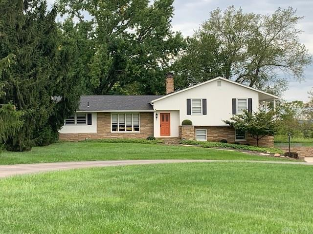 Photo of home for sale at 5623 Greentree Road, Lebanon OH