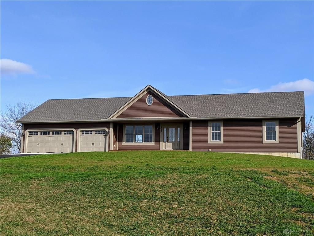 Photo of home for sale at 919 Hunters Glen Drive, Wilmington OH