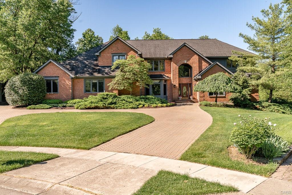 Photo of home for sale at 400 Claxton Glen Court, Washington Twp OH