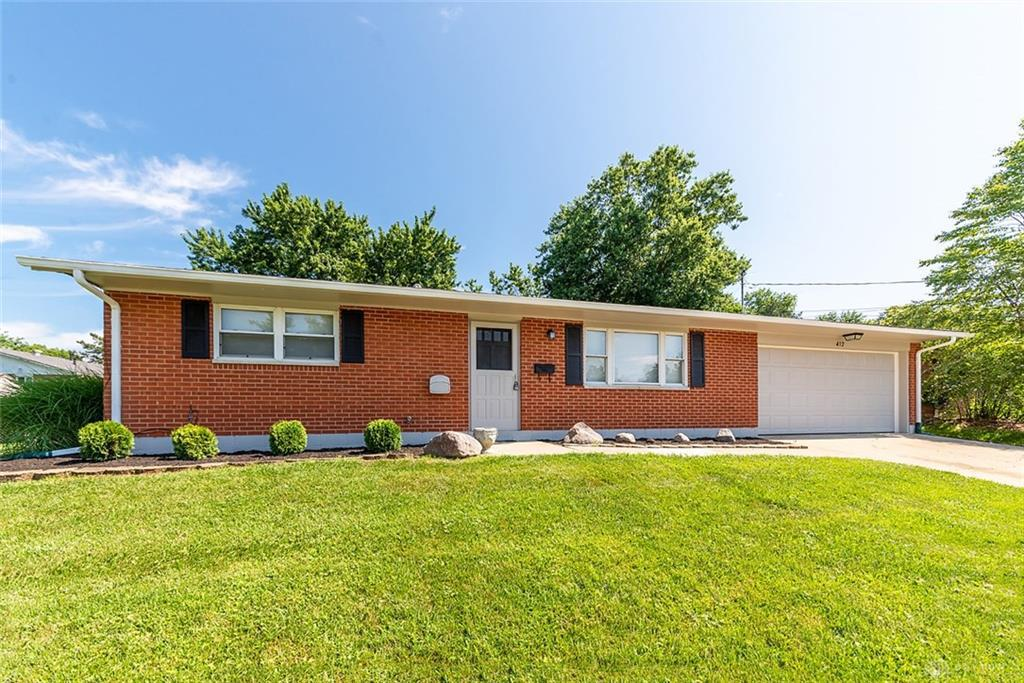 Photo of home for sale at 412 Kuntz Drive, Lebanon OH