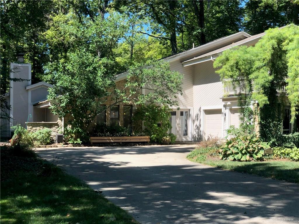 Photo of home for sale at 9603 Bridlewood Trail, Washington Twp OH
