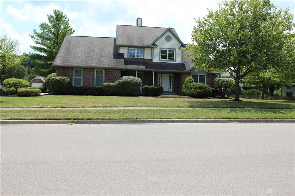 Photo of home for sale at 1149 Pickett Ridge Drive, Beavercreek OH