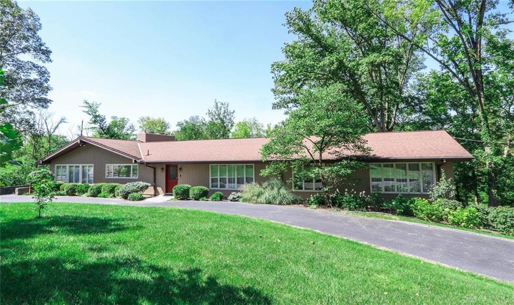Photo of home for sale at 3901 Rosedale Road, Middletown OH