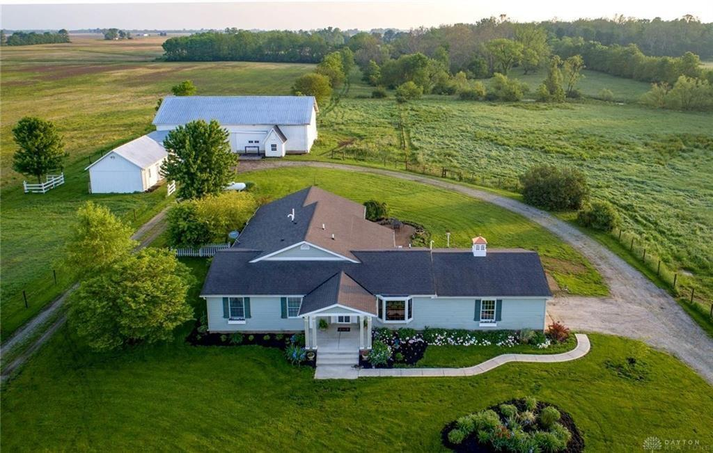 Photo of home for sale at 2785 Snodgrass Road, Piqua OH