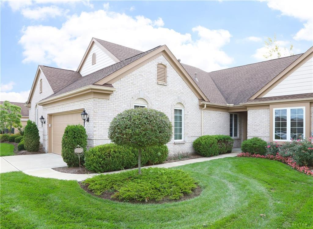 Photo of home for sale at 6852 Lorien Woods Drive, Dayton OH