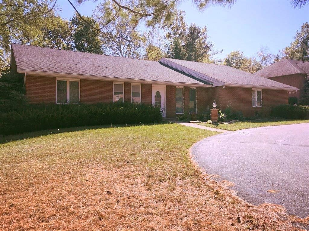 Photo of home for sale at 118 Concord Drive, Lebanon OH